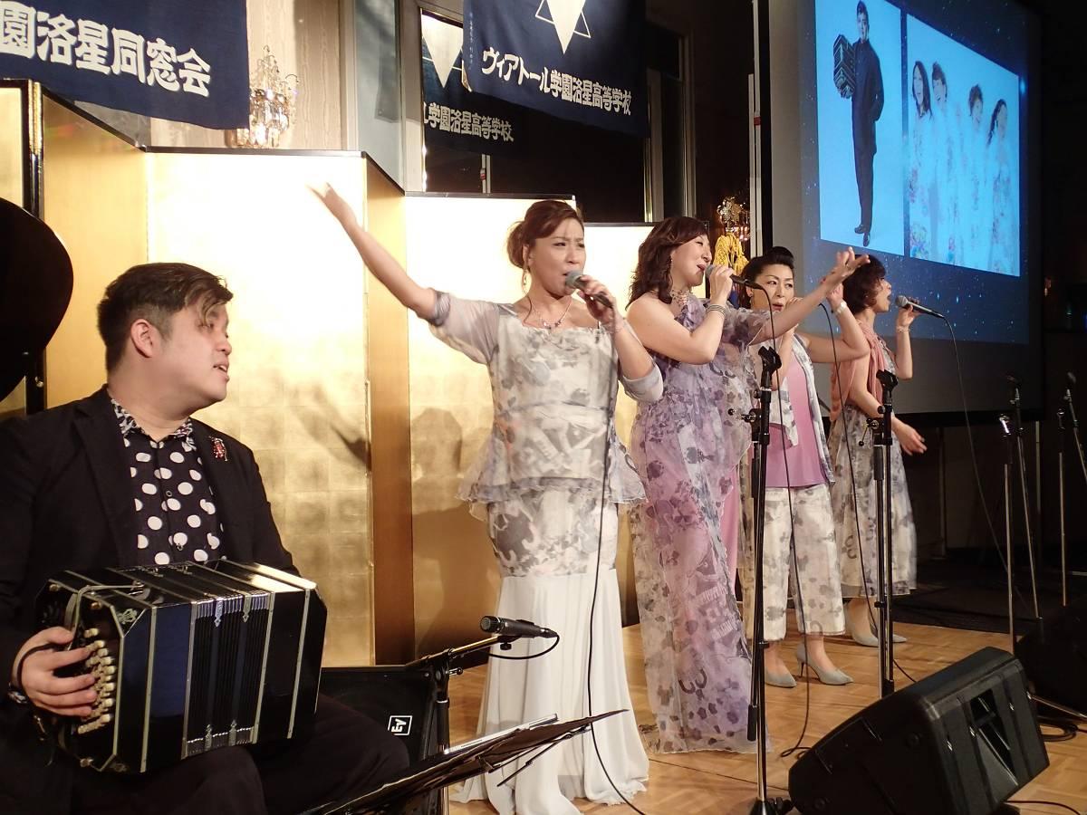 仁詩さんとSUITE VOICEの演奏